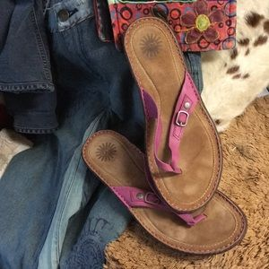 Great pair of UGG sandals in pink EUC great shoes!